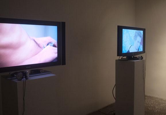 "Giving Hand , Madis Luik, photo: Madis Luik, exhibition view ""Giving Hand"", Tallinn City Gallery, 2012"