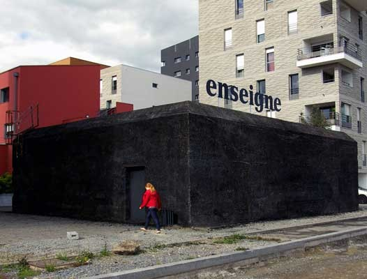 ENSEIGNE, Perrine Lacroix, walls blackened with charcoal, Nantes 2013